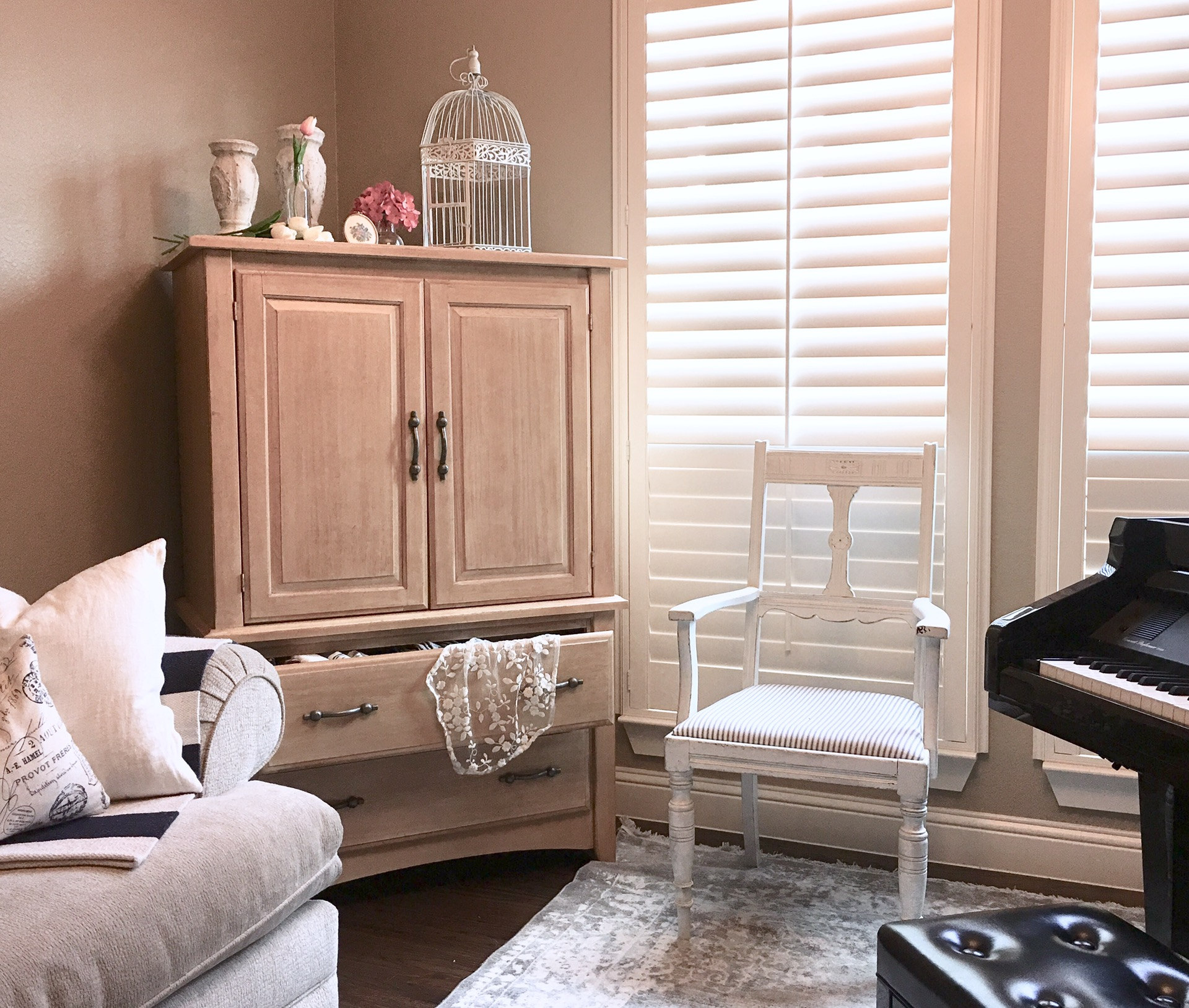 Repurpose an old tv armoire the humble chair for Armoire tv